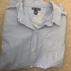 GAP women's boyfriend fit button down shirt